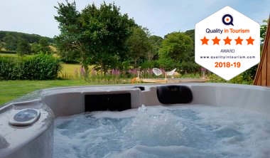 lodges with hot tub shropshire