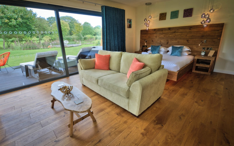 Long Mynd Garden Room Lodge with Hot Tub