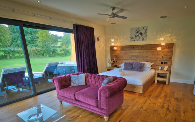 Stiperstones Garden Room Lodge with Hot Tub