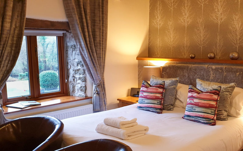 Room 1 - Kingsize bed with ensuite
